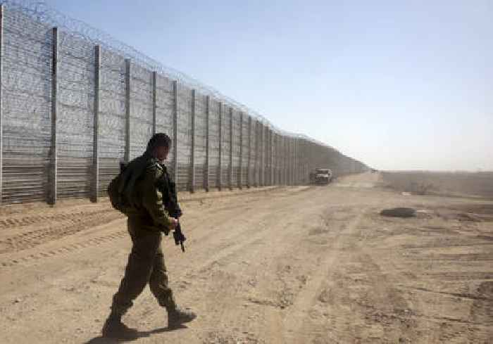 Man shot by Jordanian army while crossing Israel-Jordan border