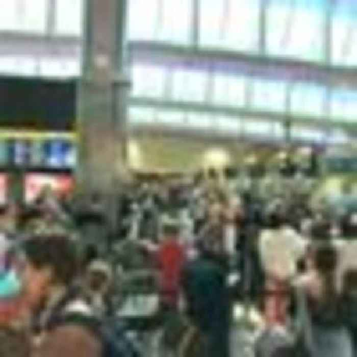 Minister apologises after travellers complain of 'total chaos' at airports