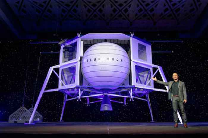 Jeff Bezos Reaches Out to NASA, Offers $2B in Exchange for Moon Lander Contract