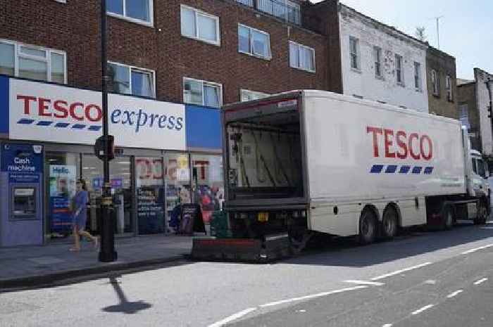 Tesco offers £1,000 bonus to new HGV drivers amid UK worker shortages