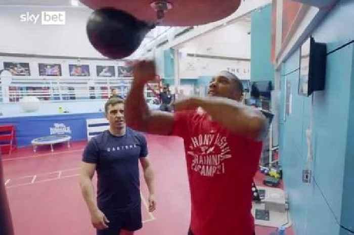 Anthony Joshua leaves Gary Neville gobsmacked with boxing training skills