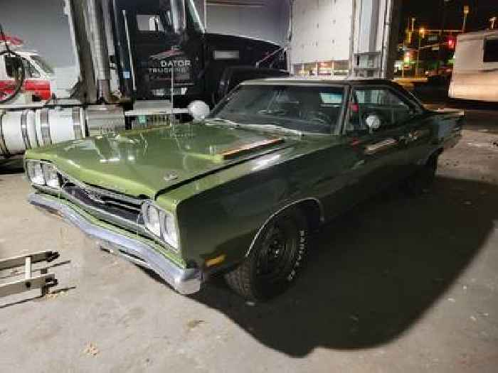 1969 Plymouth GTX Rocks Limelight Green Color, Powerful Surprise Under the Hood