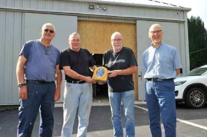 Glenkens Men's Shed takes delivery of life saving defibrillator
