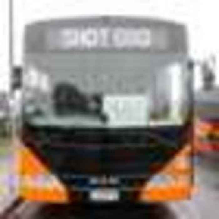 Covid 19 Delta Outbreak: Vaccination buses hit South Auckland streets