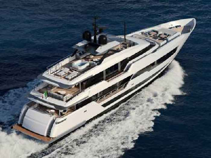 New Custom Line Flagship Yacht Is the Largest so Far, Shows What Dreaming Big Looks Like