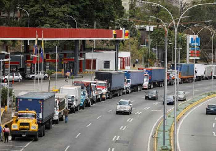 Under US sanctions, Iran and Venezuela strike oil export deal - sources