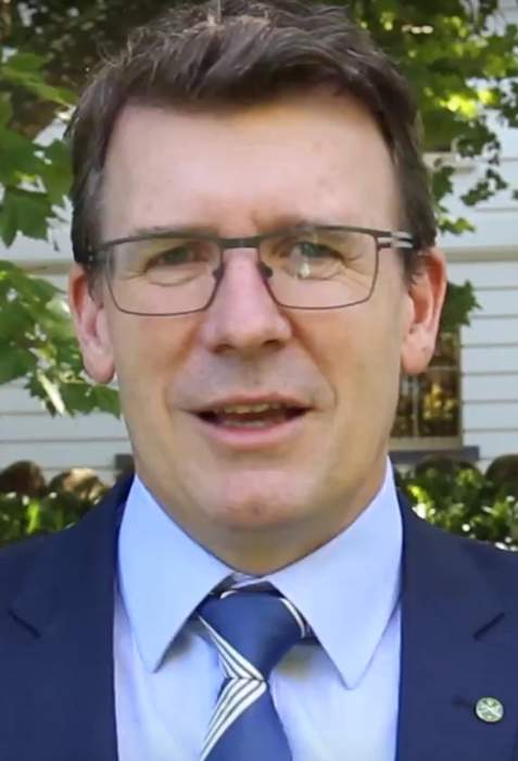 Tudge tells universities to get more students back on campus