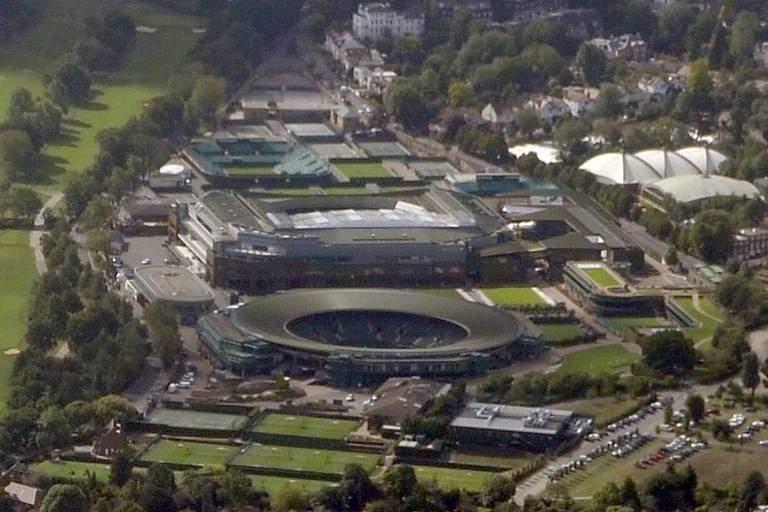 Wimbledon crowd go loco for Coco as dream continues
