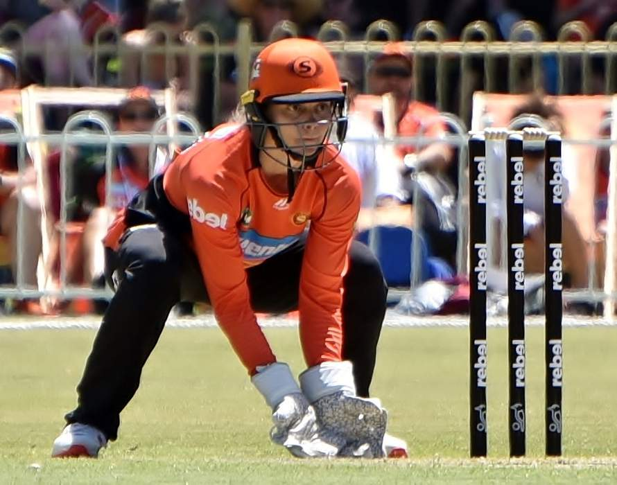England v New Zealand ODI: Amy Jones runs out Suzie Bates for 17