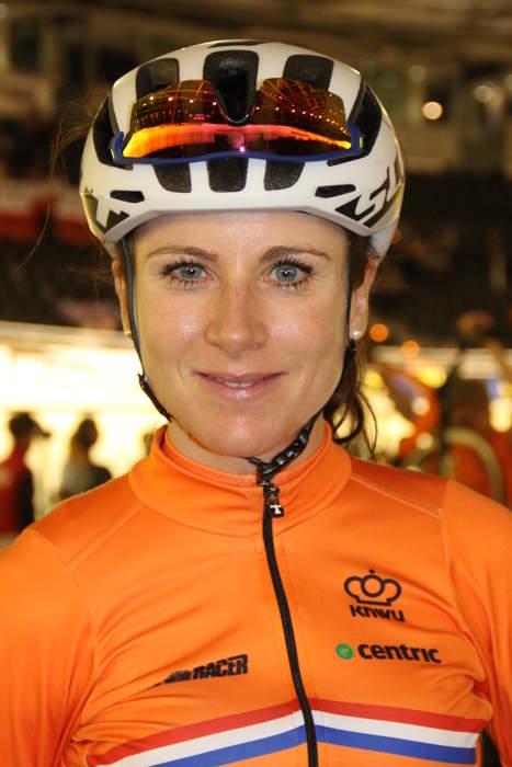 Road World Championship: Annemiek van Vleuten solos 105km to win first world road title