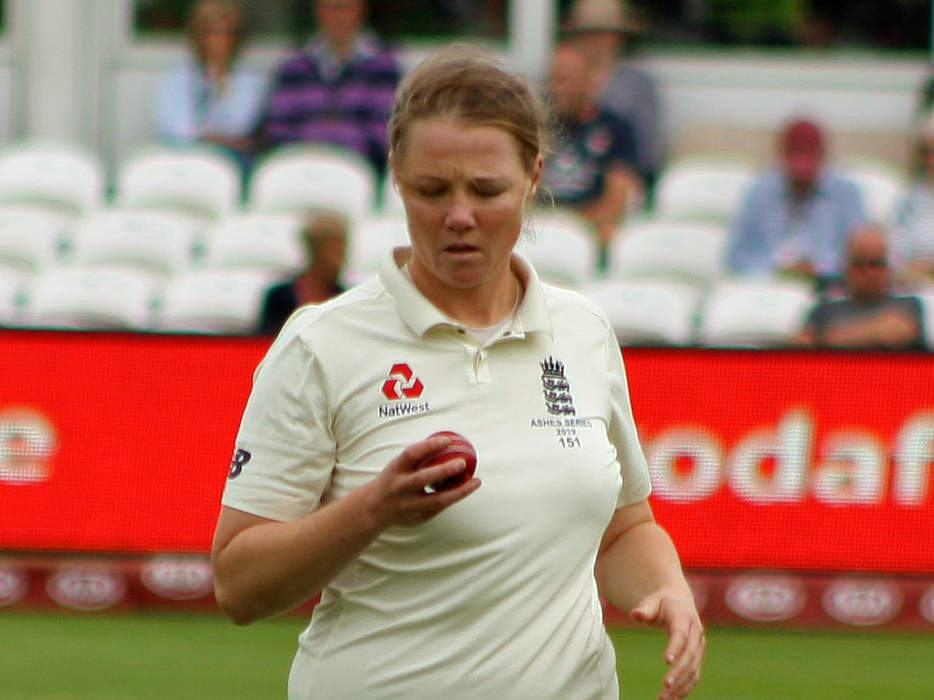 Women's Ashes: 'Big moment' for England as Anya Shrubsole removes Alyssa Healy