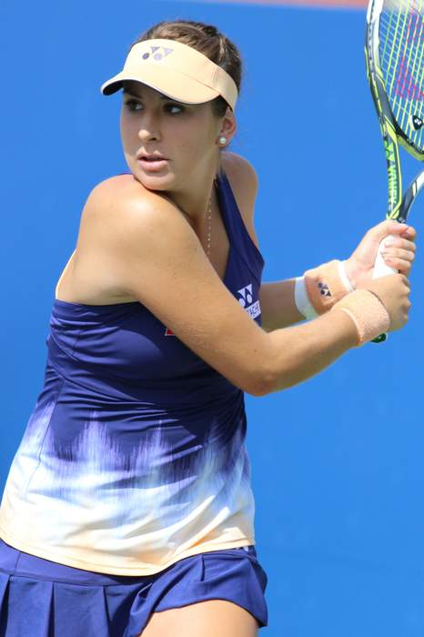 US Open: Belinda Bencic beats Iga Swiatek to reach quarter-finals