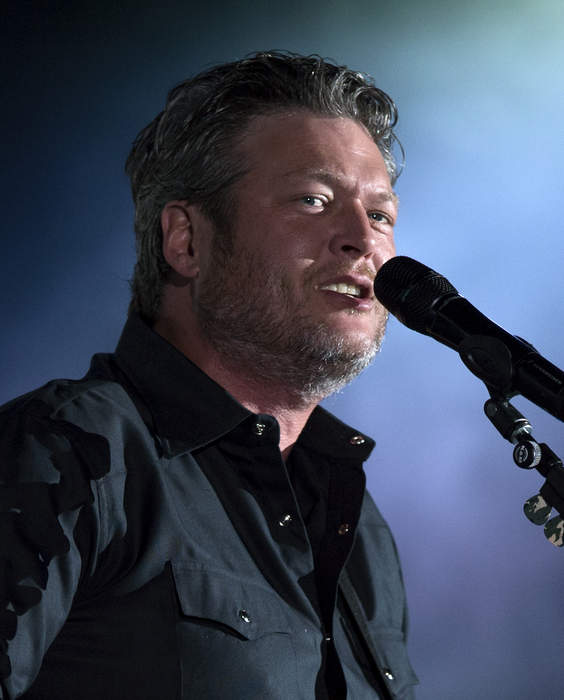 'The Voice': Kelly Clarkson's rivalry with Blake Shelton gets 'dirty' after double block