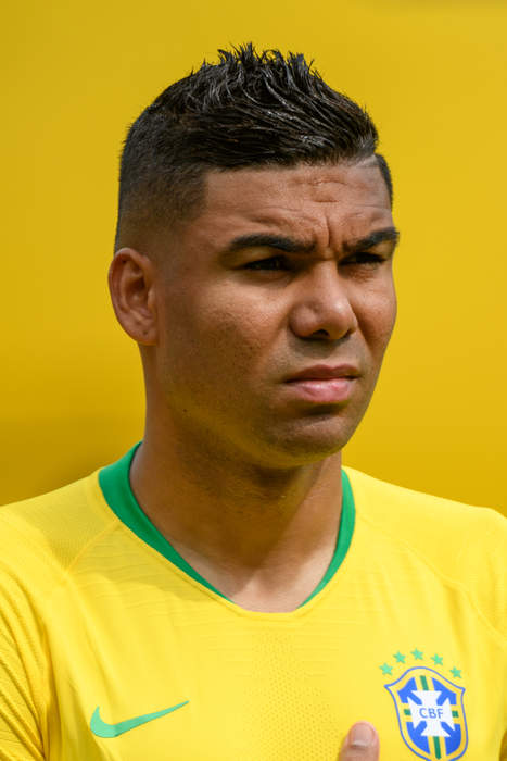 Casemiro scores late Brazil winner after controversial Firmino leveller against Colombia