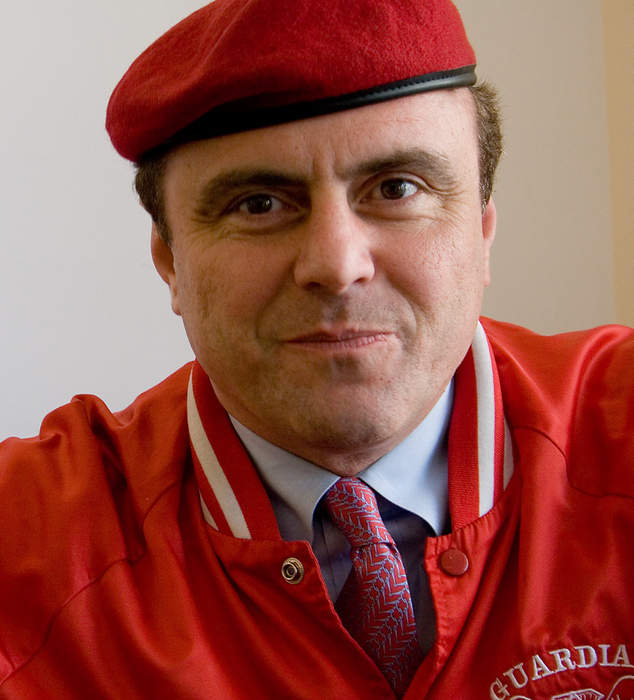NYC mayoral candidate Curtis Sliwa pastes name of incoming governor over Andrew Cuomo's on state signage