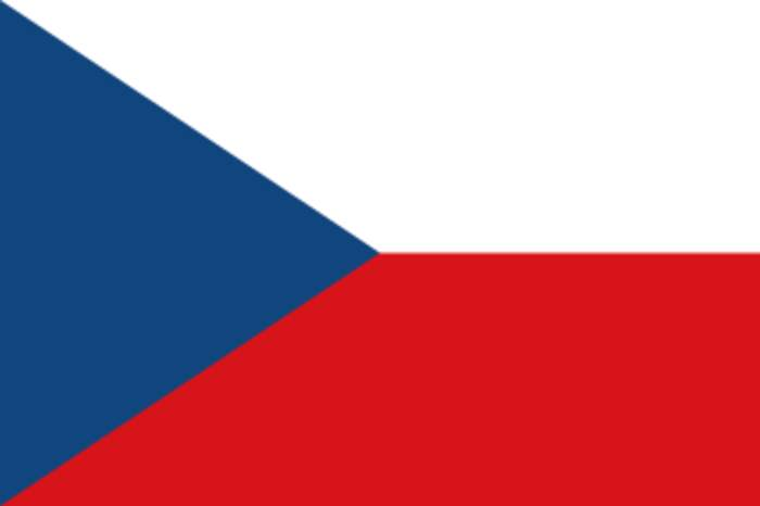 Russia expels Czech diplomats over explosion row