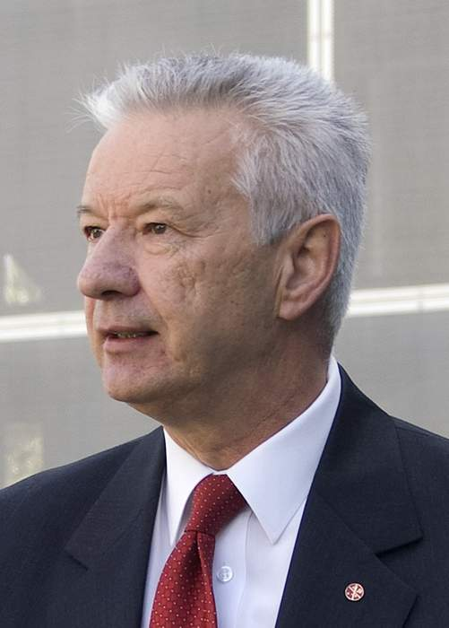 Outgoing senator demands union boss resign
