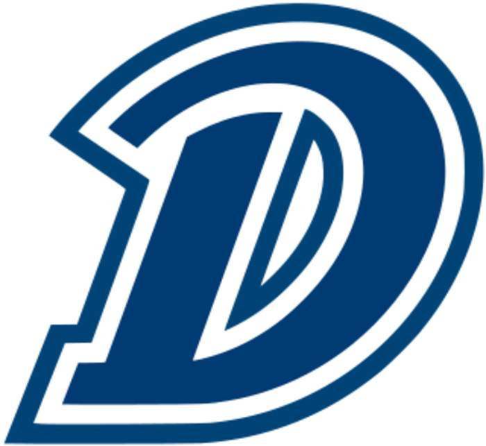 Drake signs basketball coach Darian DeVries to 8-year