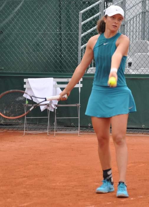 Swiatek overwhelms Pliskova in Italian Open final