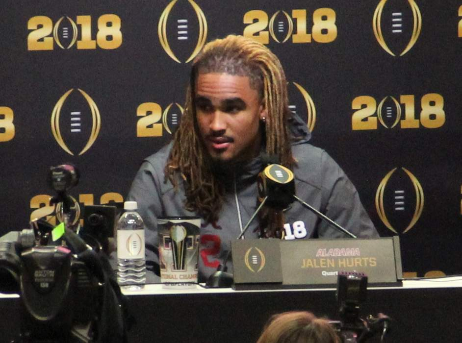 Eagles QB Jalen Hurts says he's 'above' Deshaun Watson trade speculation