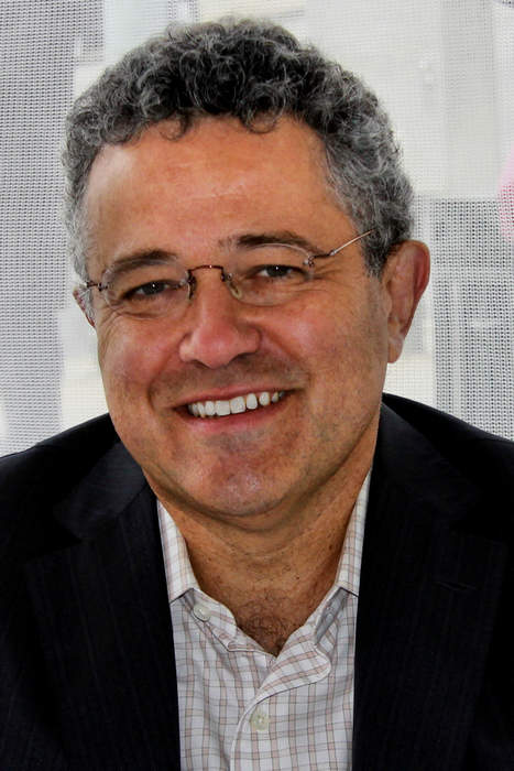 Jeffrey Toobin suspended by The New Yorker, on leave from CNN