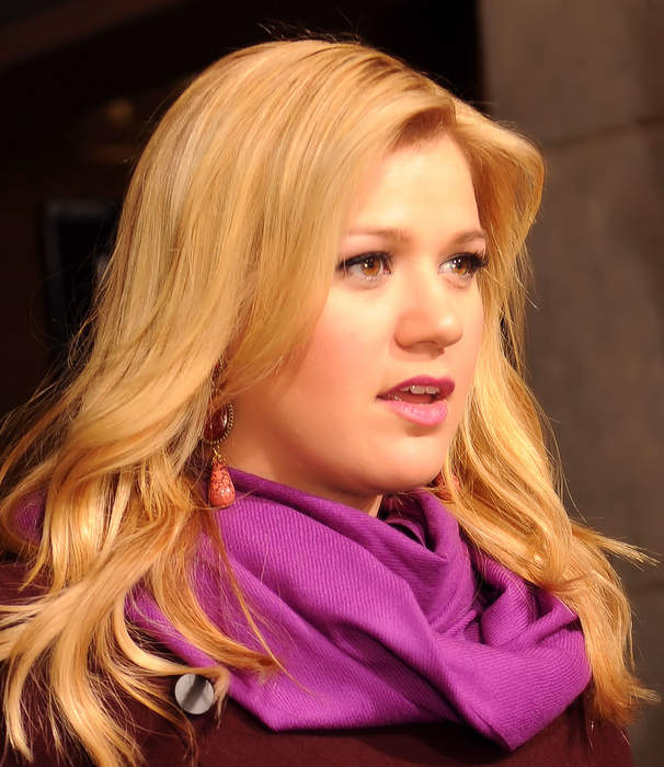 Kelly Clarkson Filling In for Simon Cowell on 'AGT' After Back Injury