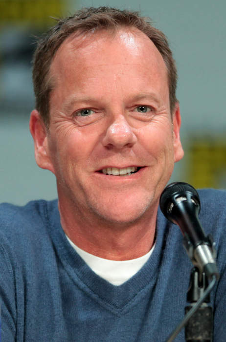 Kiefer Sutherland performs surprise show at Hampshire children's hospice