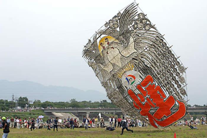 Bridlington Kite Festival: Thousands flock to postponed event