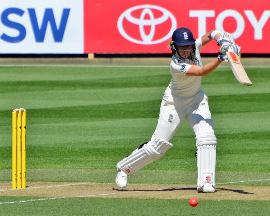 England v New Zealand ODI: Lauren Winfield-Hill run out after mix-up with Danni Wyatt