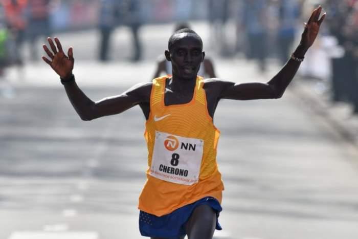 Farah eighth as Cherono wins Chicago marathon