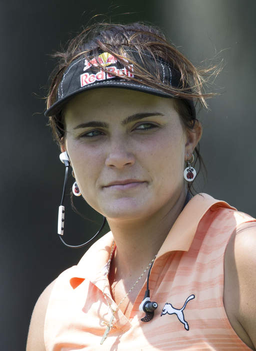 Lexi Thompson's caddie Jack Fulghum relinquishes his duties due to heat during Olympic women's golf tournament