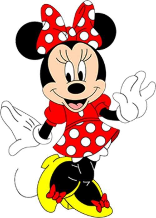 Star-struck toddler gives hero, Minnie Mouse, an epic hug at Disney World