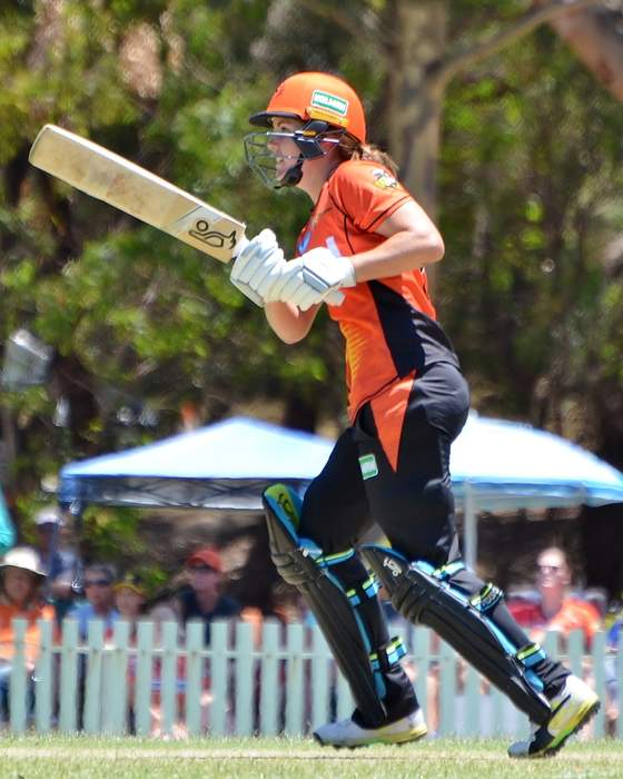 England's Sciver helps Stars to fifth straight win