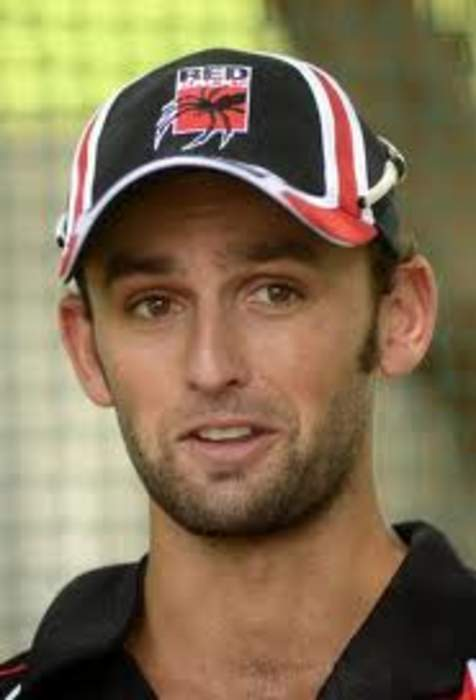 Ashes: Australia's Nathan Lyon fluffs run-out chance v England at Headingley