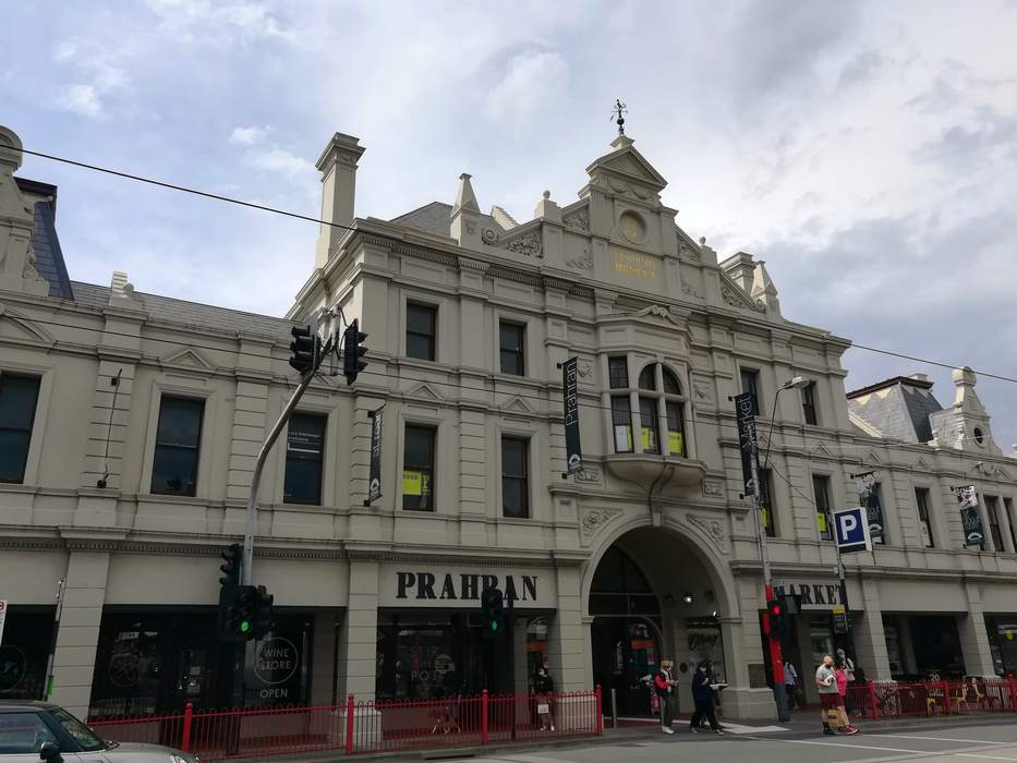 Victoria records 26 new local cases as Prahran Market closed for cleaning