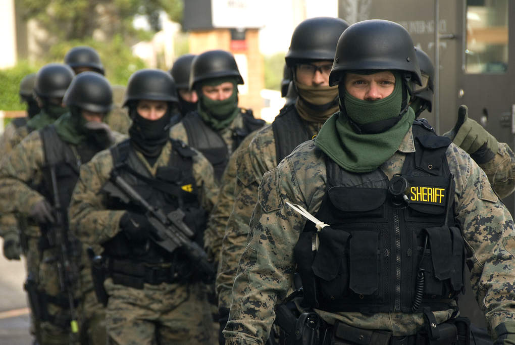 Ohio SWAT standoff ends after 3 hostages safely recovered, suspect forced out of motel room with tear gas