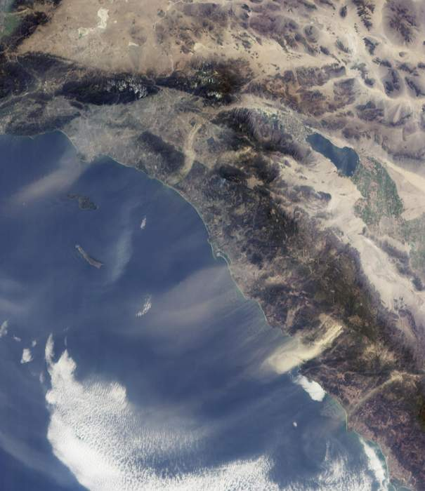California Fires Live Updates: Santa Ana Winds Raise Threat