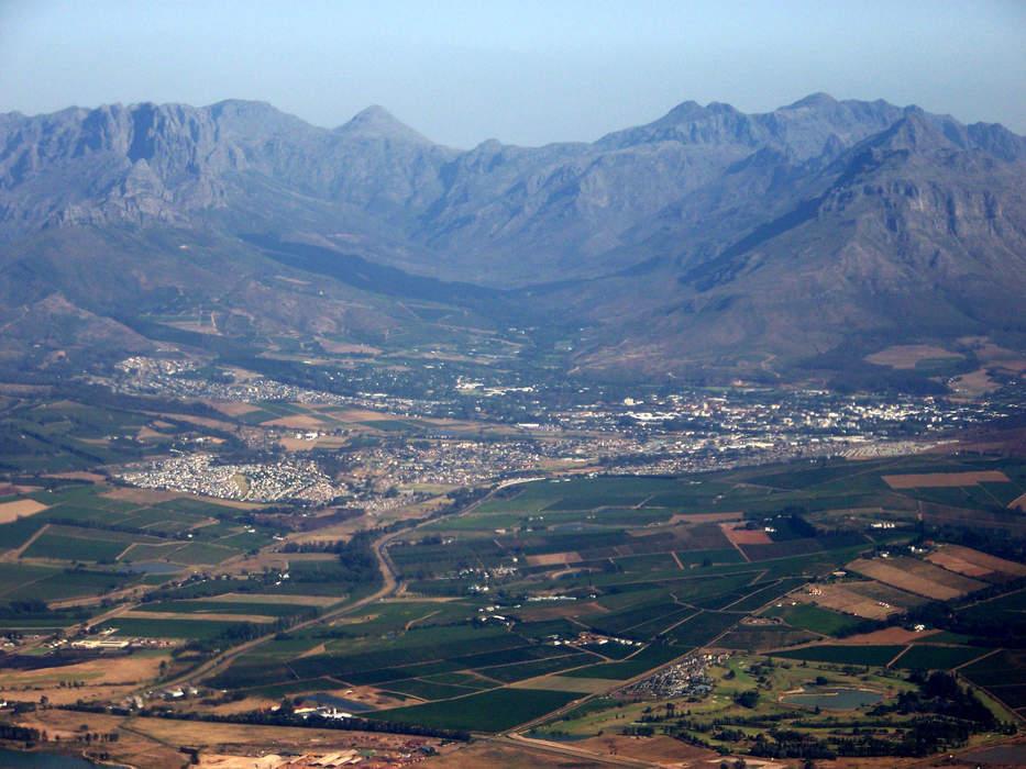 News24.com | Log-leaders Sundowns claim last-gasp win over Stellenbosch