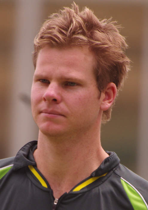 Ashes: Australia's Steve Smith hits beach ball for four in fourth Test against England