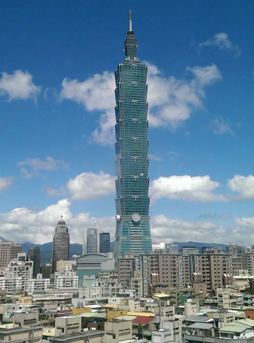 Star Wars fans gather at the top of the Taipei 101