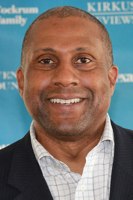 Tavis Smiley attempts a comeback after PBS firing