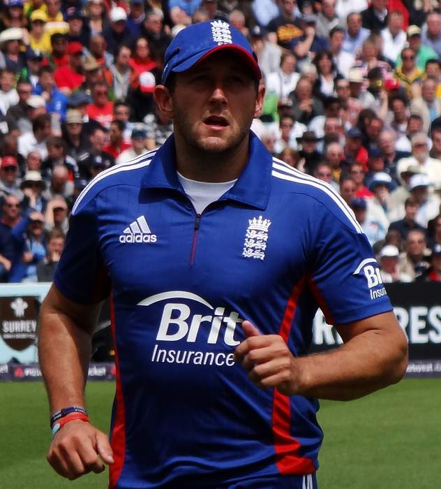 Tim Bresnan: Warwickshire sign ex-England all-rounder after Yorkshire exit
