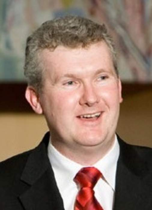 Red-faced Labor MP knocks back Hawkie beer