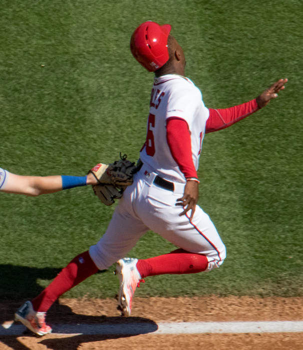 Nationals' Victor Robles makes acrobatic catch before 288-foot assist for double play
