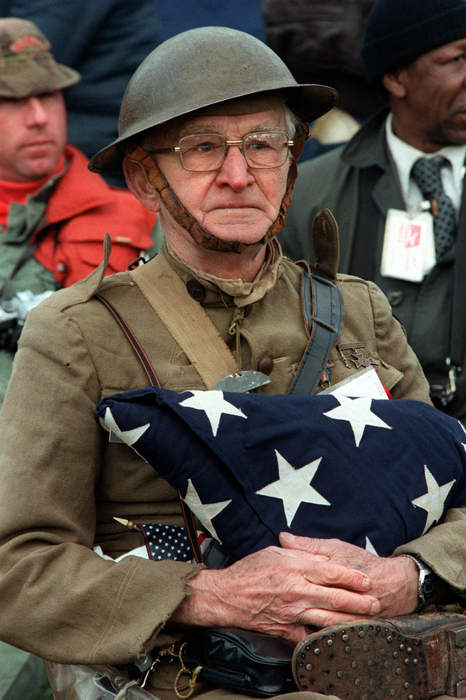 Veterans Day 2020: Clint Eastwood, Elvis Presley, other stars who served in the military