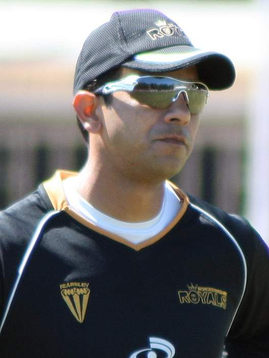 Vikram Solanki: Surrey appoint former batsman as head coach
