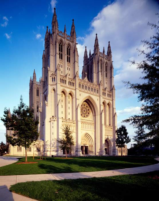 Washington cathedral tolls bell for COVID victims