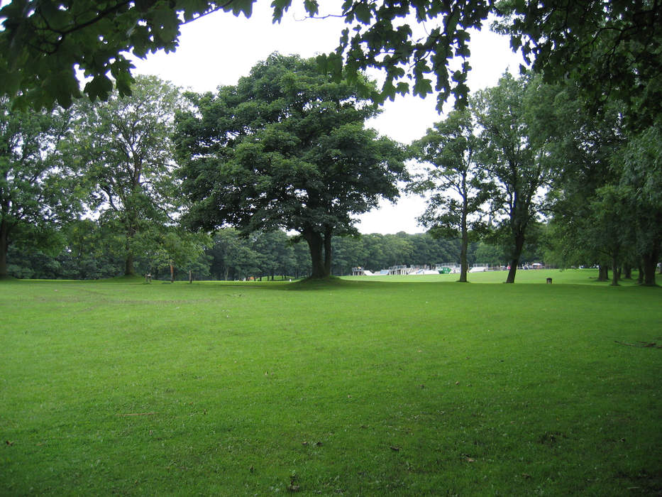 Woodhouse Moor: Arrests over armed fight in crowded park