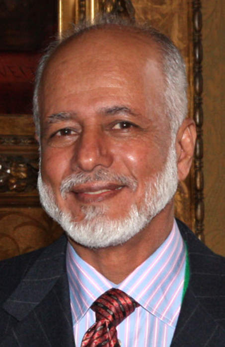 Oman's foreign minister meets Iran's foreign minister Zarif: Tweet