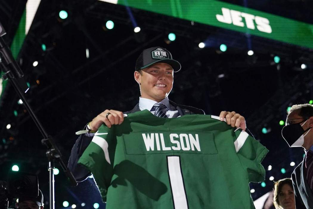 Jets QB Zach Wilson Asked About His 'Hot Mom,' Radio Host Dragged